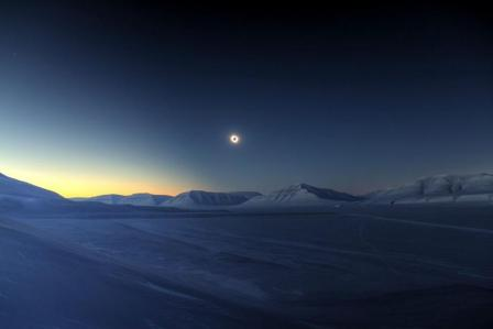 eclipse-totality-sassendalen-jamet-1200x800